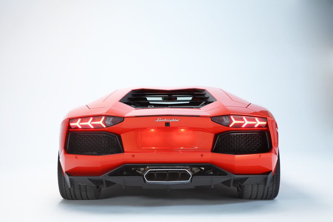 05 2012 Lamborghini Aventador Lp700 4 Rear View The