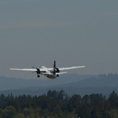 14 U.S. Army Golden Knights Parachute Team - Fokker F27 Friendship