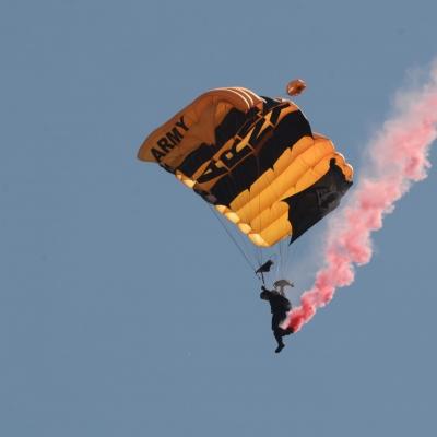 18 U.S. Army Golden Knights Parachute Team