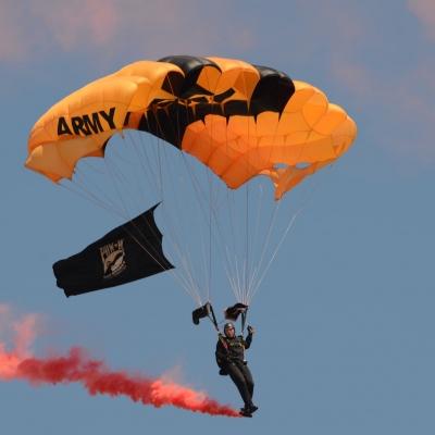 19 U.S. Army Golden Knights Parachute Team