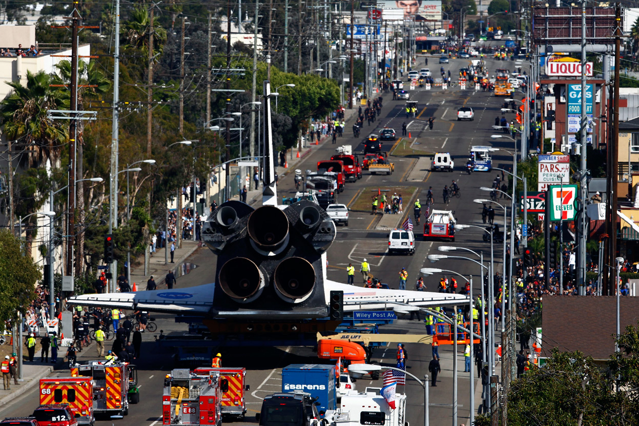 Space shuttle endeavour la trek time lapse video los for Is la a city