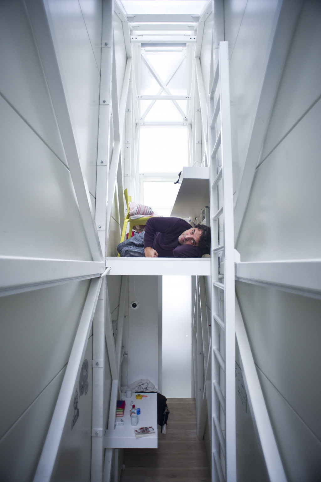 World S Most Beautiful: Keret House (The World's Skinniest House) / Centrala