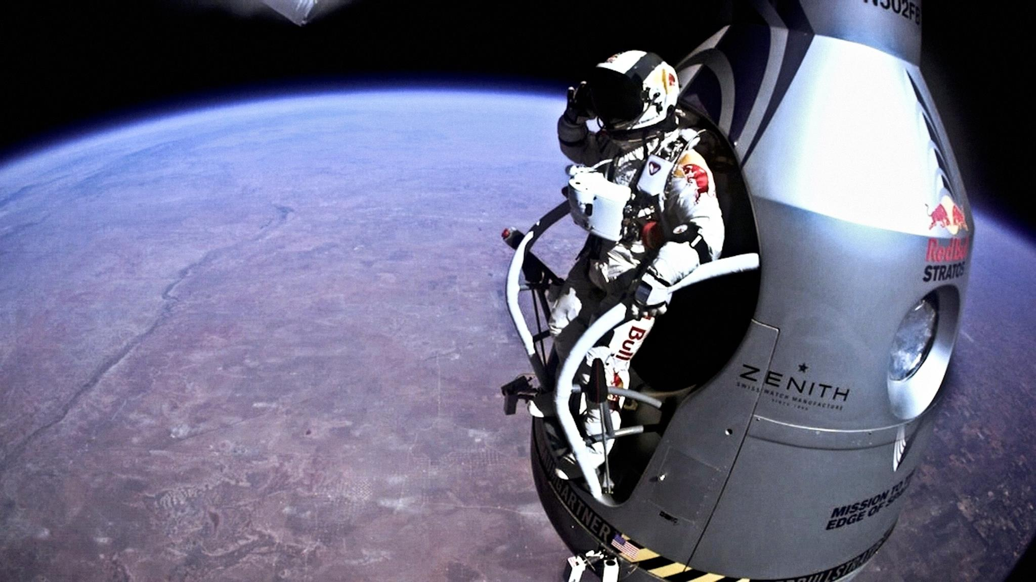 Red Bull Skydive >> Mission Accomplished: 128,100 ft Jump / Felix Baumgartner x Red Bull Stratos / The Superslice