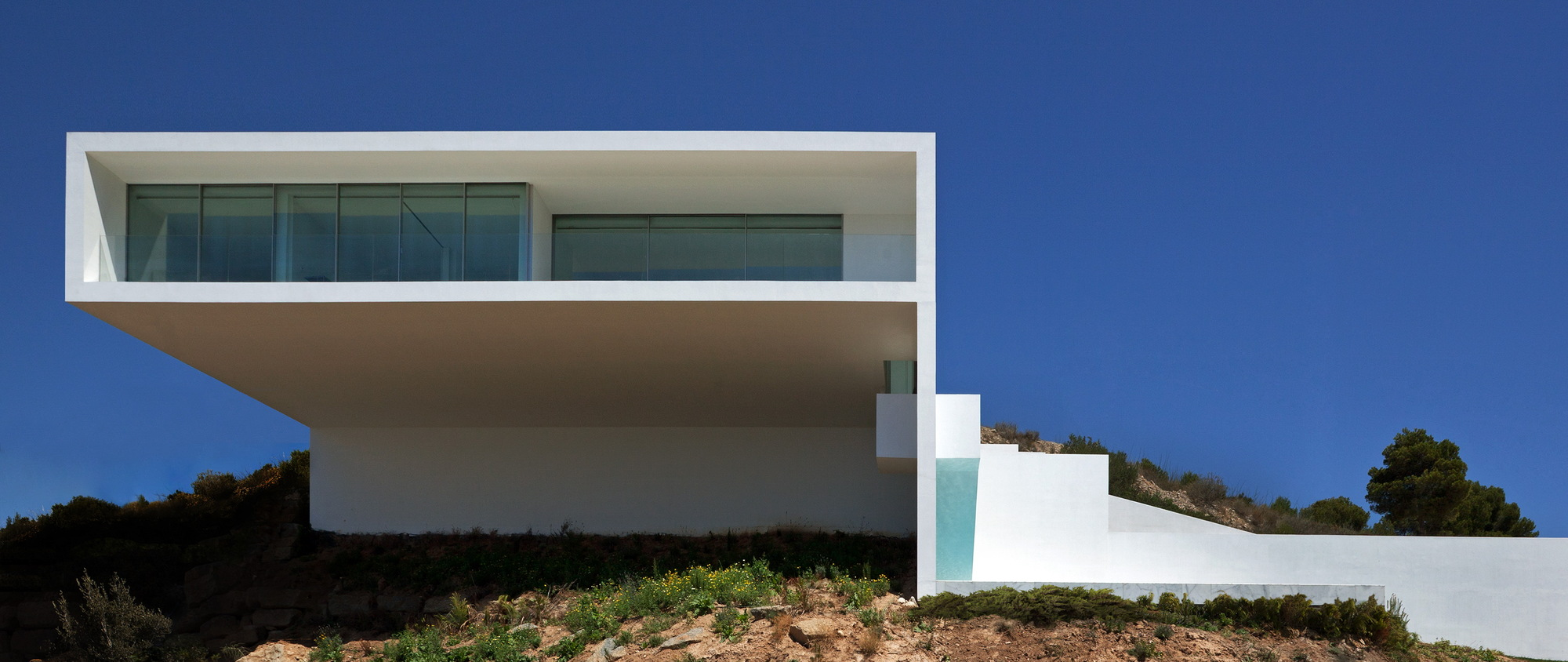 House on the cliff casa del acantilado fran silvestre for Casa del jardin