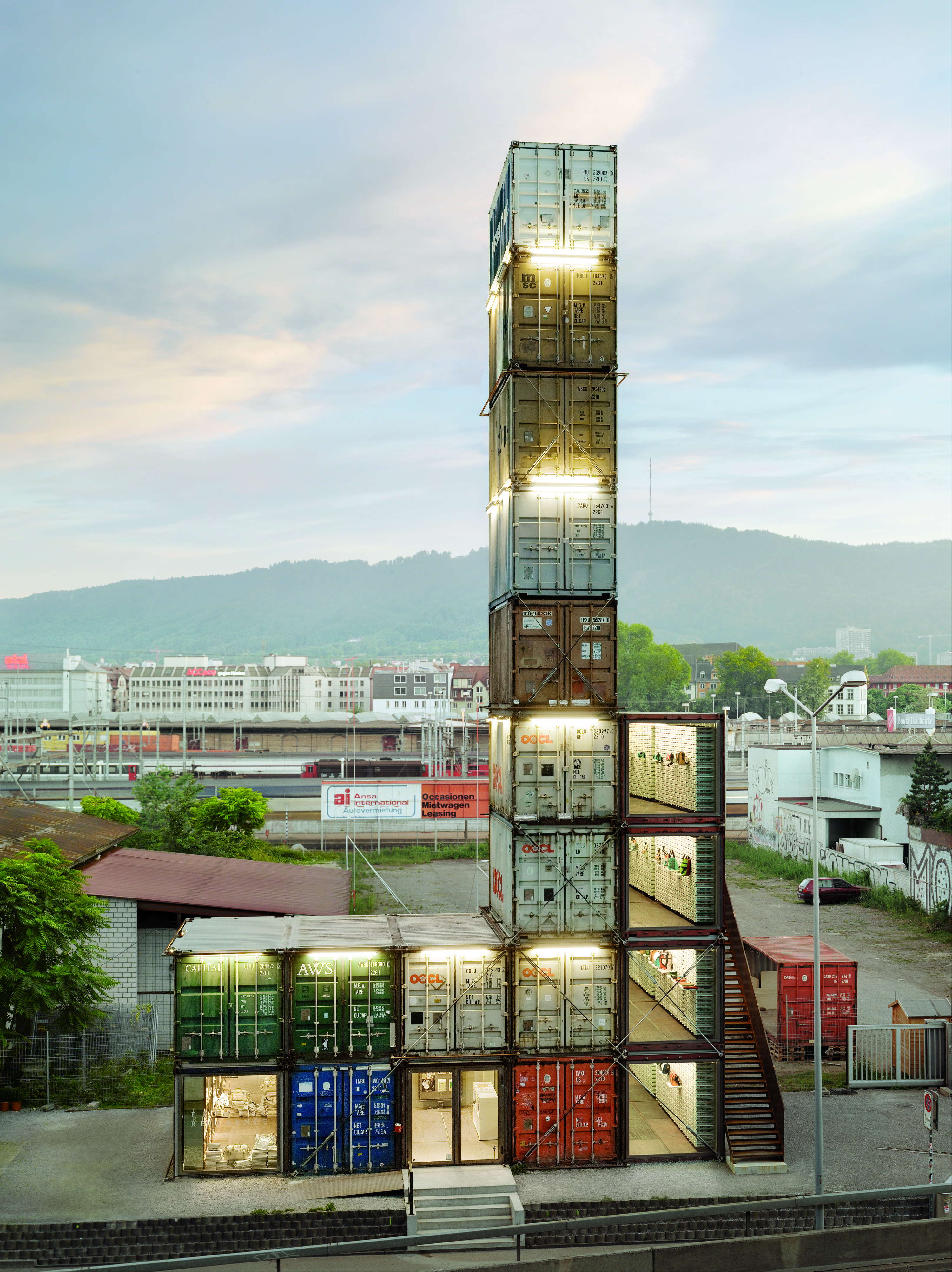 F store zurich freitag store made of shipping containers for Architecture zurich