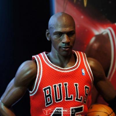 Michael Jordan by Enterbay 30