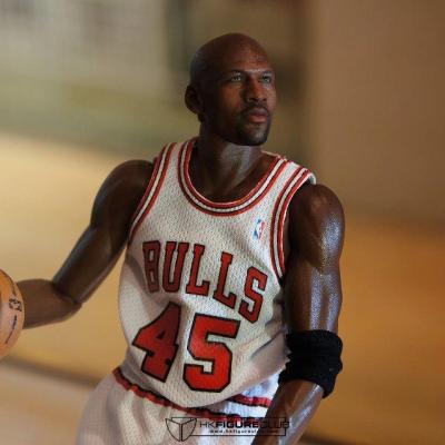 Michael Jordan by Enterbay 35
