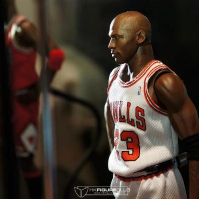 Michael Jordan by Enterbay 37