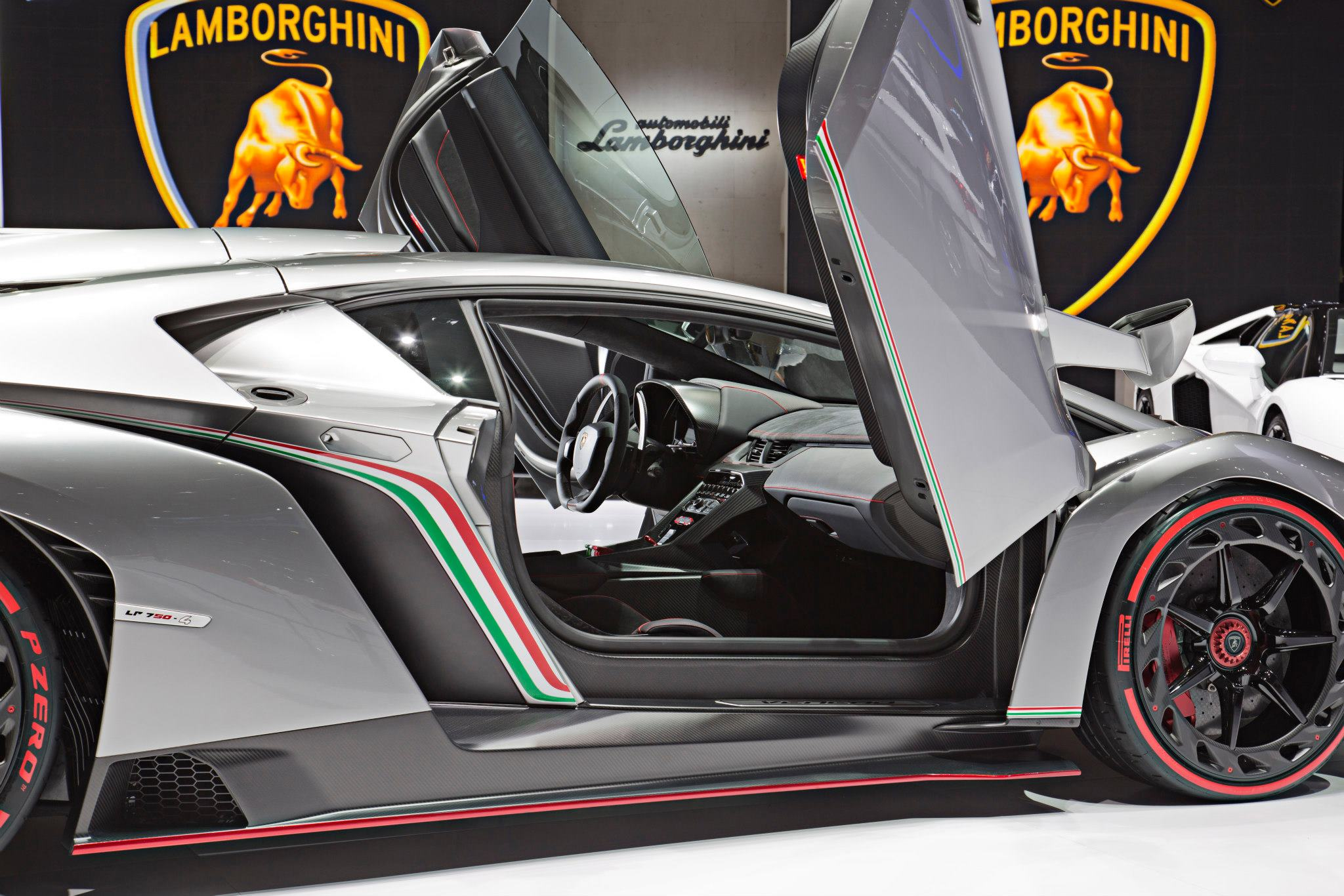 3 9 Million Veneno For 50th Anniversary Lamborghini The Superslice