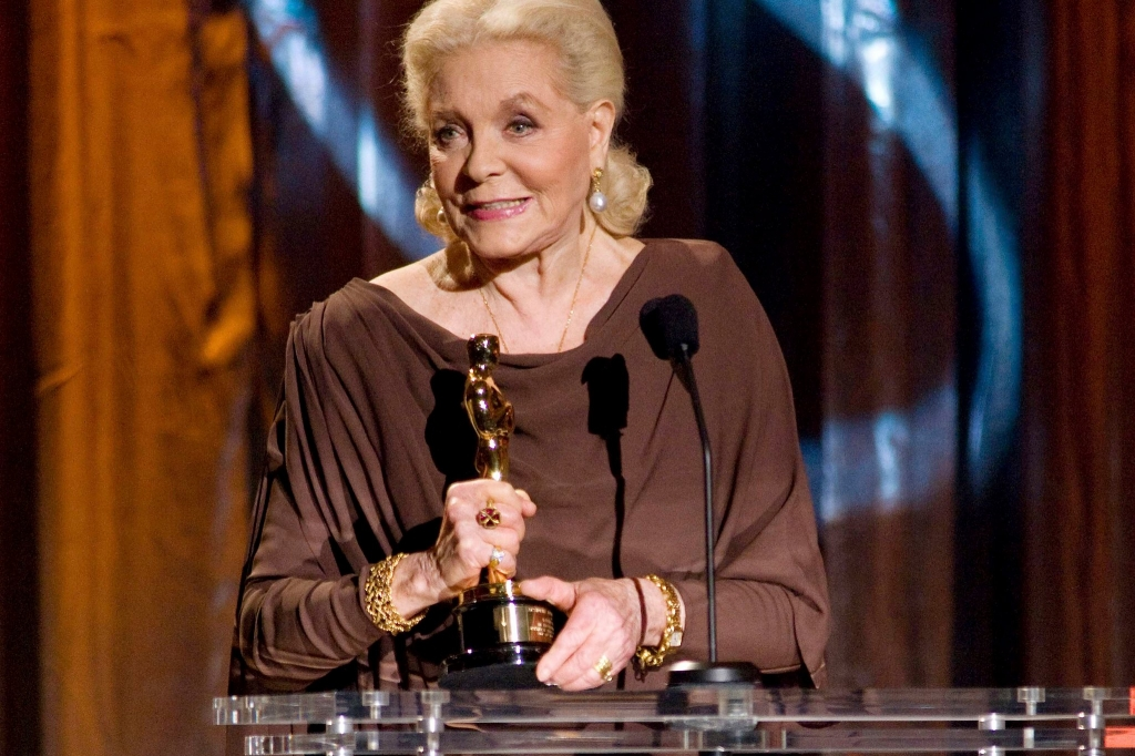 2009 - Lauren Bacall accepting her honorary Academy Award